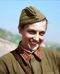 "historywars: "" yudmila Pavlichenko was a Soviet sniper girl during World War II. A student at the the outbreak of the war like many other female snipers, Pavlichenko was among the first to volunteer for the armed forces when the Soviet Union was. The Sniper, Deadly Females, Colorized Photos, Military Women, Ww2 Women, Female Soldier, Red Army, Second World, World War Two"