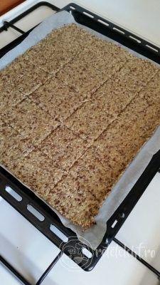 Pâine crocantă #LCHF #lowcarb #nutritie #reteta Lchf, Quinoa, Diet Recipes, Healthy Recipes, Just Bake, Tasty, Yummy Food, Dukan Diet, Raw Vegan
