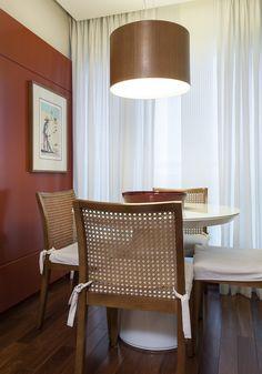 Um décor para aproximar a família. Veja: http://casadevalentina.com.br/projetos/detalhes/para-aproximar-a-familia-589 #decor #decoracao #interior #design #casa #home #house #idea #ideia #detalhes #details #style #estilo #casadevalentina #diningroom #saladejantar