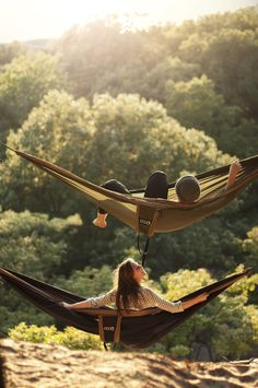 #90  Set up a hammock on a viewspot