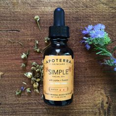 Simple Facial Oil with Jojoba & Flowers // All Skin Types #greenbeauty #naturalskincare #faceoil