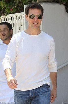 Tom Cruise Hot, Tom Cruise Young, Celebrity Travel, Celebrity Dads, Celebrity Style, Katie Holmes, Amanda Seyfried, Logan Lerman, Nicole Kidman