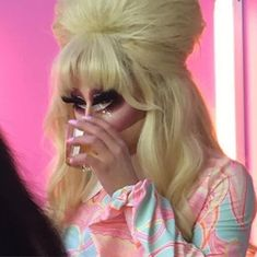 I Dont Fit In, Trixie And Katya, Baskin Robbins, Drag Queens, Rupaul, Reaction Pictures, Memes, Blink Blink, Young Women