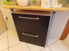 IKEA Hackers: Kitchen waste sorting cabinet i want a double trash area Farmhouse Kitchen Cabinets, Cottage Kitchens, Ikea Must Haves, Home Furniture, Furniture Design, Kitchen Waste, Kitchen Cabinet Handles, Ikea Hackers, Cabinet Doors