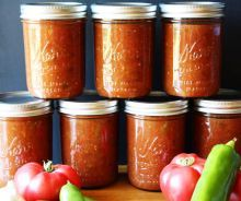 Salsa for Canning. Our favorite salsa for canning-- so you can enjoy the flavors of summer all year! Canning Salsa, Canning Tomatoes, Home Canning, Canning 101, Canned Salsa Recipes, Canning Recipes, Salsa Recipie, Stuffed Anaheim Peppers, Stuffed Peppers