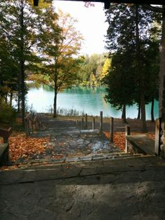 Outdoor wedding, lake-front ceremony, Green Lakes State Park ...