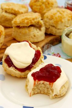Classic Buttery Scones that are delicious for Afternoon Tea, a Delicious Treat, or something simple. Scones are always my favourite treat in the summer, and. English Scones, English Food, English Recipes, Baking Recipes, Cake Recipes, Dessert Recipes, Sweet Desserts, Yummy Treats, Sweet Treats