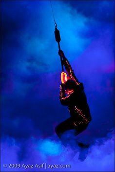 U2 ultraviolet light. amazing how an image captures a songs title. 360 tour