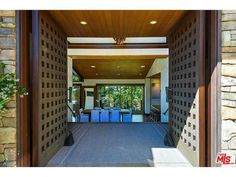 Would you look at the oversized double doors at Pink's house. What a striking entryway! http://thestir.cafemom.com/home_garden/188366/pinks_gorgeous_tranquil_oceanfront_malibu