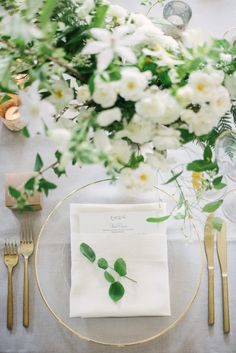 ivory, green and gold secret garden style wedding | Photography: Michael Radford