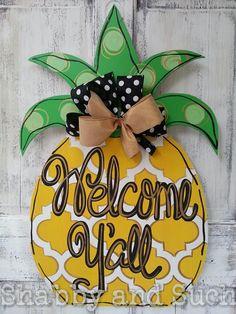 """Pineapple """"Welcome Y'all"""" Summer Door Hanger Wood Door Decor Wreath Sign Pineapple Painting, Door Hangers, Welcome, Decorating, Christmas Ornaments, Holiday Decor, Unique Jewelry, Handmade Gifts, Summer"""