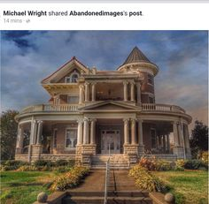 I would love to have this house! Old Mansions, Abandoned Mansions, Abandoned Houses, Abandoned Places, Old Houses, Victorian Architecture, Beautiful Architecture, Beautiful Buildings, Beautiful Homes