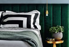 Source: Heatherly Design Just look at that emerald green headboard! A good headboard can make or break a bed as can. Green Headboard, Velvet Headboard, Green Bedding, Velvet Bed, Bedhead Design, Bedroom Furniture, Bedroom Decor, Bedroom Lighting, Home Interior