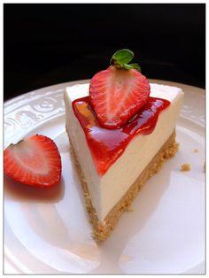 Andando verso la bella stagione , equesto e' piu' che altro una speranza, fanno capolino sulla mia tavola dolci al cucchiaio , torte fredd...