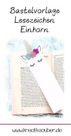 Lesezeichen basteln mit der Bastel Vorlage Einhorn und tollen Papieren. Das Lesezeichen ist auch mit Kindern super einfach und schnell gebastelt und eine tolle Bastel Idee für den Kindergeburstag. Und eine schöne Geschenk Idee für jede Leseratte zusammen mit einem Buch #lesezeichen #basteln #einhorn