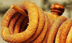 κουλούρι Θεσσαλονίκη - round bread roll from Thessaloniki - Greek Cooking, Cooking Time, Cooking Recipes, Food Network Recipes, Food Processor Recipes, Greek Bread, The Kitchen Food Network, Around The World Food, Bread And Pastries