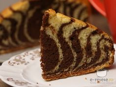 Chec in doua culori Romanian Food, Something Sweet, Banana Bread, Deserts, Food And Drink, Cooking Recipes, Baking, Delicious Food, Names