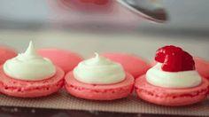 Macaronnap: kép- és gifcunami a legkreatívabb édességről http://www.nlcafe.hu/gasztro/20150320/macaronnap-a-legkreativabb-edesseg-/