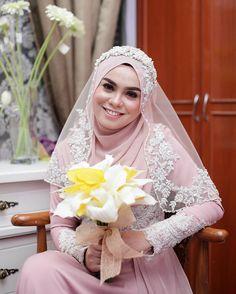 Bridal Hijab, Hijab Bride, Wedding Hijab, Wedding Attire, Wedding Bride, Wedding Gowns, Kebaya Wedding, Wedding Cakes, Muslimah Wedding Dress