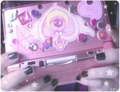OooOooh, someday, I'm going to get a pink 3DS and I so want it decorated all Sailor Moon! *_*