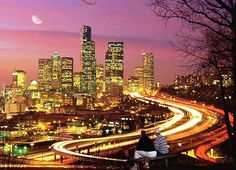 Chicago - it is the third most-populated city in the U.S. (according to the statistics, 8,000,000 people live there) and one of the largest transportation hubs in North America.