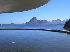 Vista do Pão de Açucar a partir do pátio do Museu de Arte Contemporânea. Rio de Janeiro