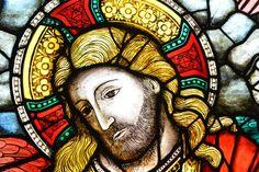 Particolare del restauro della vetrata del rosone del Duomo di Firenze raffigurante l'«Assunzione della Vergine