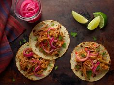 Tacos: 10 of Our Favorite Recipes Pulled Pork Receta, Pulled Pork Marinade, Mexican Pulled Pork, Pulled Pork Tacos, Marinated Pork, Mexican Tacos, Mexican Dishes, Mexican Food Recipes, Ethnic Recipes