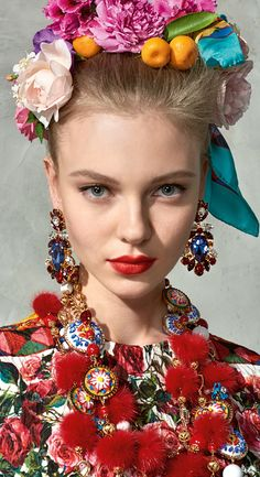 Discover the new Dolce&Gabbana Women's Mambo Collection for Summer 2017 and get inspired. Floral Fashion, Colorful Fashion, Trendy Fashion, Carmen Miranda, Fashion Accessories, Hair Accessories, Dolce E Gabbana, Glamour, Diego Rivera