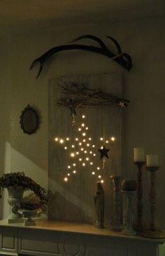 Twee houten planken aan elkaar gemaakt, gaatjes geboord en 50 kerstlampjes gebruikt