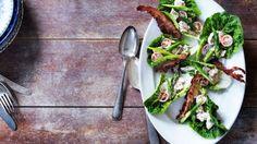 LCHF opskrift: Kyllingesalat med bacon og estragon | Femina.dk