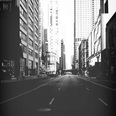 bengtssonsofia@ instagram. #chicago #usa #unitedstates #america #street #streets #fromwhereistand #emptyplaces #sun #sunny #bw #blackandwhite #blackandwhitephotography #latergram #iphone #sweden #swedish #sverige #instagram #statigram