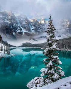 The world's most beautiful places to spend Christmas is part of Winter scenery - Where to find the best Christmas travel location Lago Moraine, Beautiful World, Beautiful Places, Beautiful Pictures, Beautiful Landscape Pictures, Beautiful Scenery, Winter Landscape, Landscape Photos, Canada Landscape