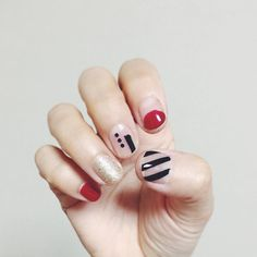 red gold black minimal stripes nails manicure  #yuqiconail