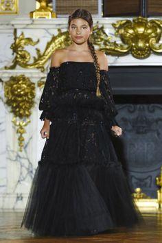 Ewa Minge Fall Winter 2017 Couture Fashion Show Paris