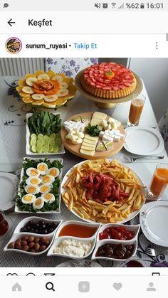 🍀Cub & Clover 🍀      Kahvaltı sunum Breakfast Presentation, Food Presentation, Breakfast Platter, Breakfast Buffet, Plats Ramadan, Turkish Breakfast, Food Platters, Food Decoration, Food Design