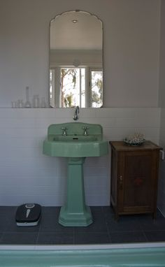 love this mirror - Sneak Peek: Luke Mortimer. In the bathroom of his country escape in Victoria, Australia, the homeowner managed to find a matching sink and tub for only 60 dollars! Vintage Sink, Vintage Kitchen, Vintage Mirrors, My Living Room, Home And Living, Art Deco, Vintage Bathrooms, Room Shelves, Furniture Styles