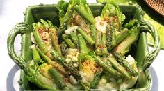 Taze Kuşkonmaz Ve Rezene Salatası. Malzemeler: 7-8 adet kuşkonmaz, 1 adet rezene, 4 adet ufak yedikule marul, 3 kaşık zeytinyağı, 1 çorba kaşığı nar ekşisi, 1 çorba kaşığı limon suyu, 1 tatlı kaşığı tane, hardal