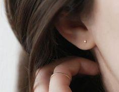 Tiny White Diamond Studs – Vrai & Oro