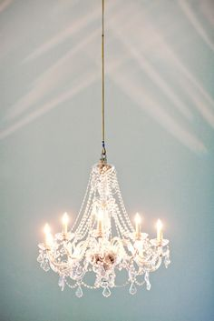 wedding chandelier via style me pretty Chandelier Design, Chandelier Lighting, Candle Chandelier, Closet Chandelier, Chandelier Makeover, Bathroom Chandelier, Chandelier Ideas, Hanging Chandelier, White Chandelier
