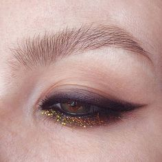 make up What's Makeup ? What is Makeup ? Generally speaking, what's makeup ? Gold Eye Makeup, Dark Makeup, Kiss Makeup, Glitter Makeup, Makeup Art, Beauty Makeup, Runway Makeup, Eyeliner Makeup, Makeup Goals