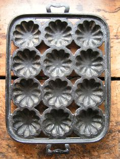 vintage cast iron cake pan