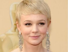 British stage and screen actress and model, Carey Mulligan. Sparkling eyes, a blonde pixie crop and cute dimples. Thin Hair Haircuts, Pixie Hairstyles, Pixie Haircut, Celebrity Hairstyles, Pretty Hairstyles, Short Hair Cuts, Short Hair Styles, Pixie Cuts, Short Pixie