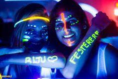 Resultado de imagem para festa neon balada decoração