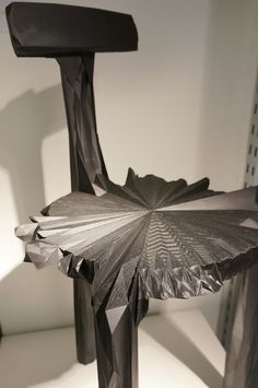 3D printed chair with unusual facetted formlanguage. From Estudio Guto Requena | Brazil