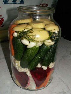 Döbbenetes kovászos uborkát készített ez a magyar férfi - Ripost Pickles, Cucumber, Food, Kitchens, Pickling, Meal, Eten, Meals, Pickle