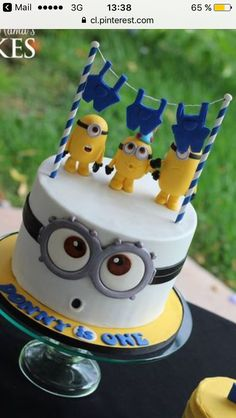 Adorable idea for a minions themed birthday cake! Minion Birthday, Minion Party, Birthday Cake, Fondant Cakes, Cupcake Cakes, Bolo Minion, Minion Cookies, Novelty Cakes, Occasion Cakes