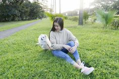 Fresh look for her ootd 💖 Jean Outfits, Casual Outfits, Ulzzang Girl, Kisses, Ootd, Fresh, Jeans, Pretty, Casual Wear