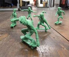 plastic-army-men-skaters