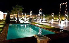 Εντυπωσιακή πισίνα διαιρούμενη σε 3 μέρη Club, Places, Outdoor Decor, Lugares